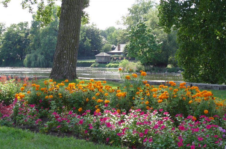 Geneva Illinois Fox River TOMONTOUR