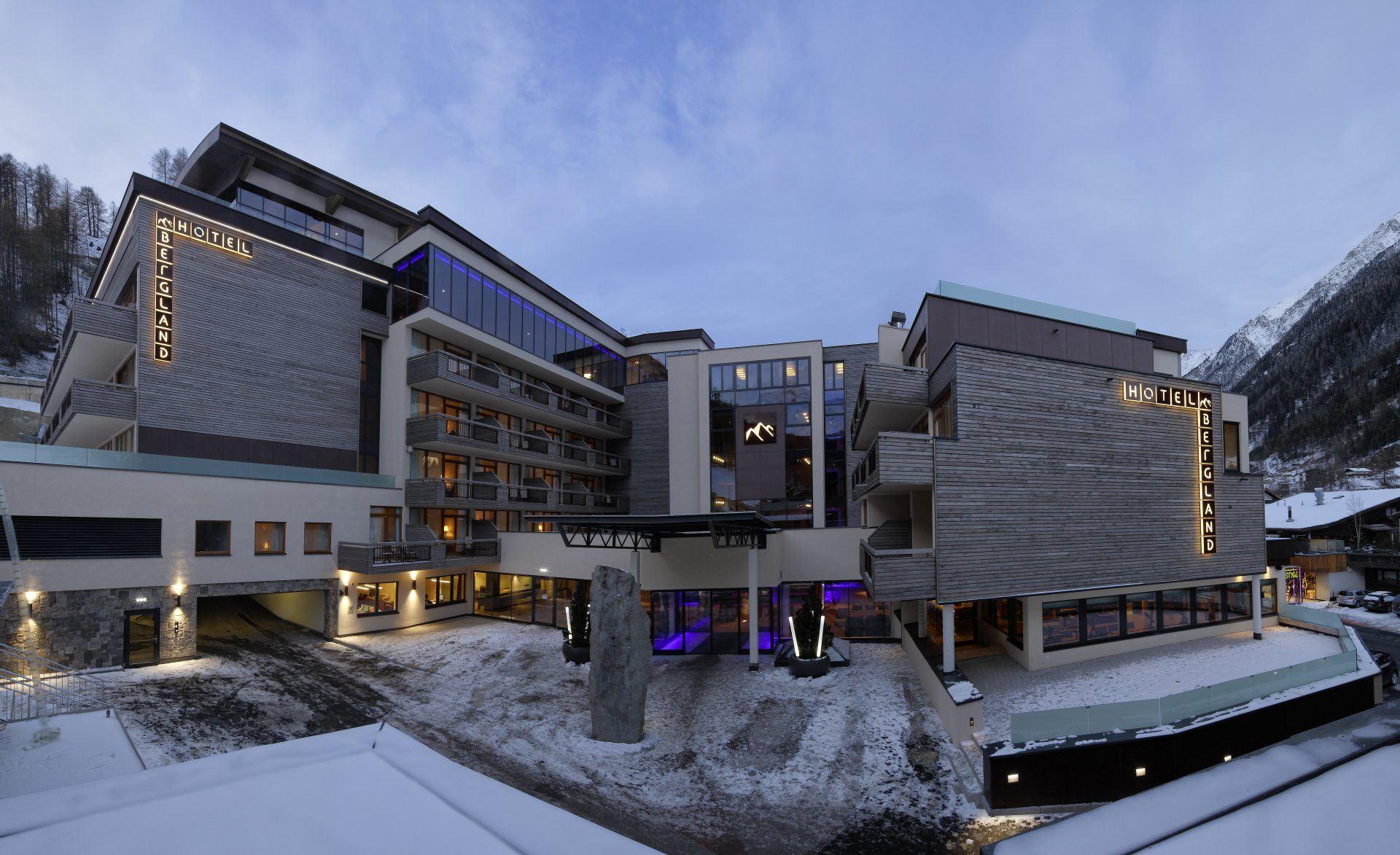 Winterliche Außenansicht des Wellness und Designhotels Bergland in Sölden Ötztal 1920x1173 - Bergland Design- und Wellnesshotel, Sölden