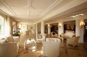 HALL HOTEL 300x195 - Chervò Golf Hotel & Spa San Vigilio, Lombardei