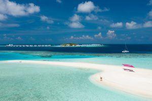 LNMA Catamaran sandbank 1864x1242 1 300x200 - LUX* North Male Atoll Resort & Villas, Malediven