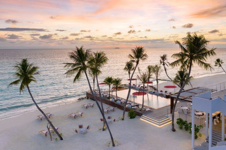 LUX NMA BeachRouge sunrise 1862x1242 1 768x512 - LUX* North Male Atoll Resort & Villas, Malediven