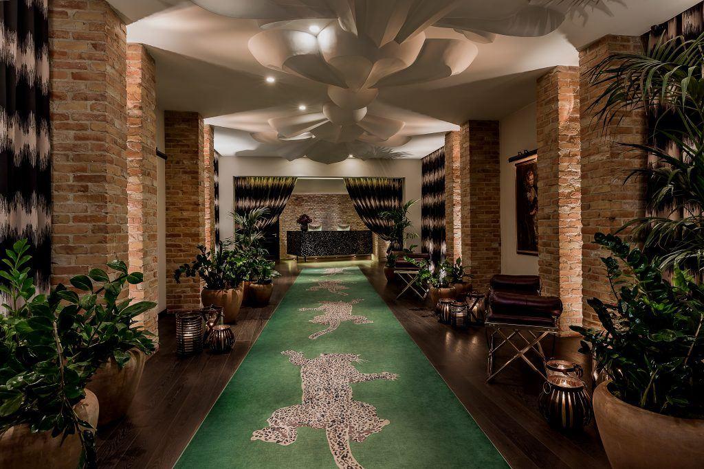 hotel zoo berlin  high res catwalk 37537024924 o 1024x683 - HOTEL ZOO BERLIN, Berlin