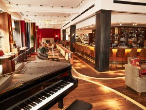 Orania.Bar Piano 300x225 - Orania.Berlin, Berlin