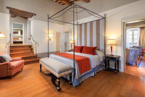 Casa Colonica   Suite Colonica 1   bedroom  300x200 - Villa La Massa, Florenz