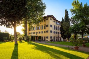 Noble Villa and garden at the sunset 300x200 - Villa La Massa, Florenz