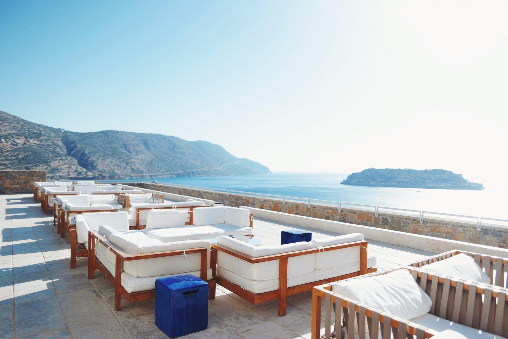 blue palace resort  spa arsenali lounge bar 1920x1280 - Blue Palace Resort & Spa, Kreta