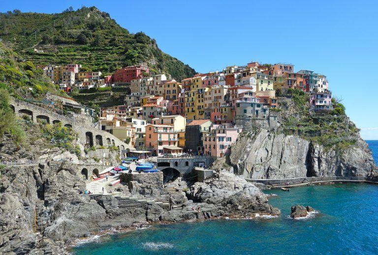 coast 340348 1920 768x518 - Sonne, Strand und Meer an Italiens malerischer Küste