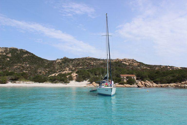 sardinia 4994050 1920 768x512 - Sonne, Strand und Meer an Italiens malerischer Küste