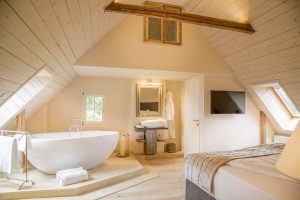 32245134941 56a565ed51 k 300x200 - Golden Hill Country Chalets & Suites, Südsteiermark