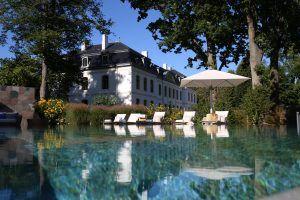 Weissenhaus Grand Village Resort and Spa am Meer Schlosstherme Aussenpool Credit Christopher Schlang 02 300x200 - Weissenhaus Grand Village Resort & Spa am Meer, Weissenhaus