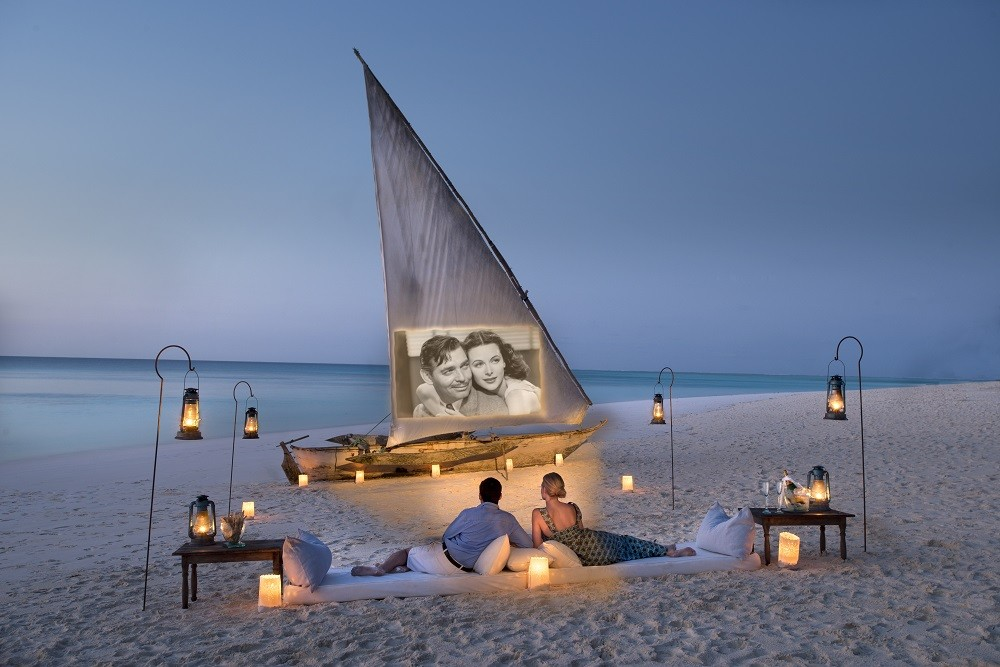 andbeyond mnemba island cinema - Film ab: Popcorn-Idylle unterm Sternehimmel