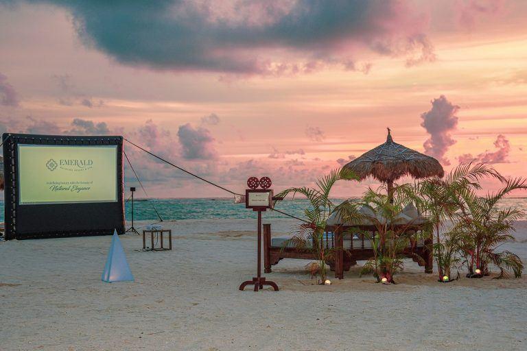 emerald maldives open air cinema 4 768x512 - Film ab: Popcorn-Idylle unterm Sternehimmel