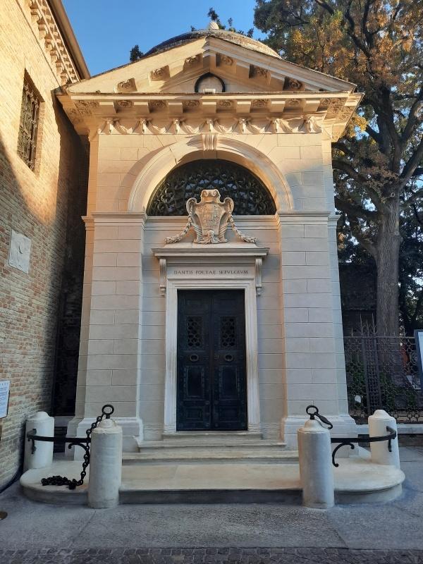 pra2021ravennazona dantesca e tomba di danteo35874comune di ravenna - Italien feiert den großen Dichter Dante Alighieri