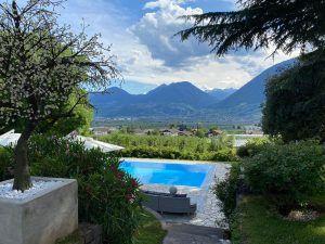Villa Eden Ausblick auf den Pool und die Berge