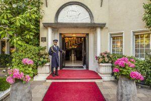Eingang der Villa Eden