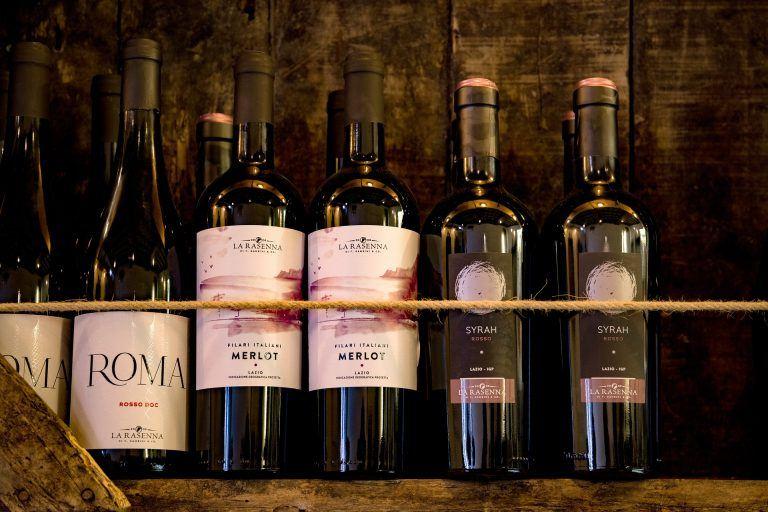 Italien Weinflaschen 768x512 - Italien lockt mit kulinarischen Genüssen