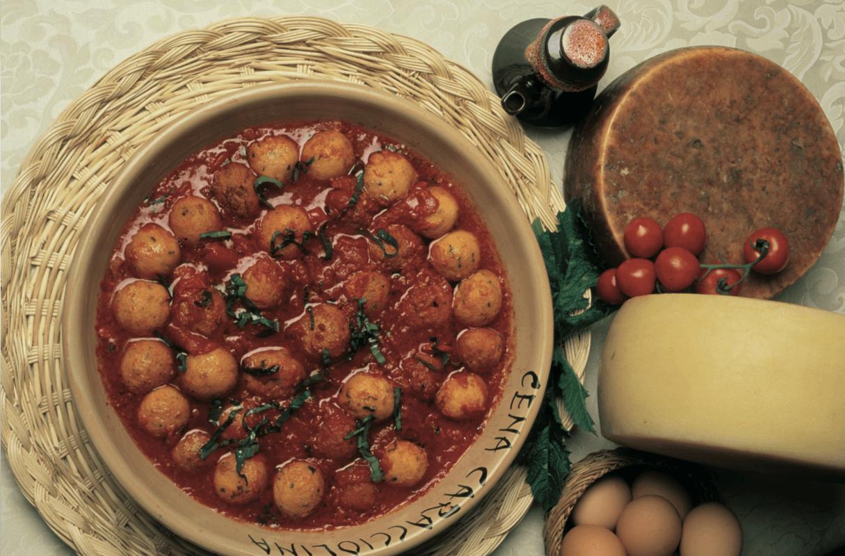 Italienisches Essen, Käse, Tomatensoße